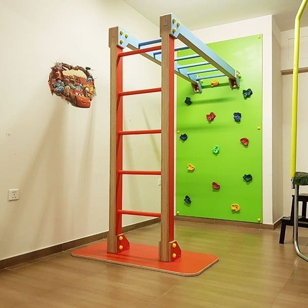 Climbing Wall with Monkey Bar