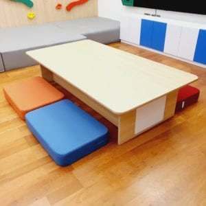 Play Table with 4 Mats