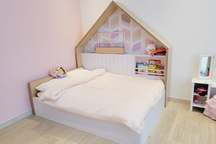 Bedroom for Sara - Pink