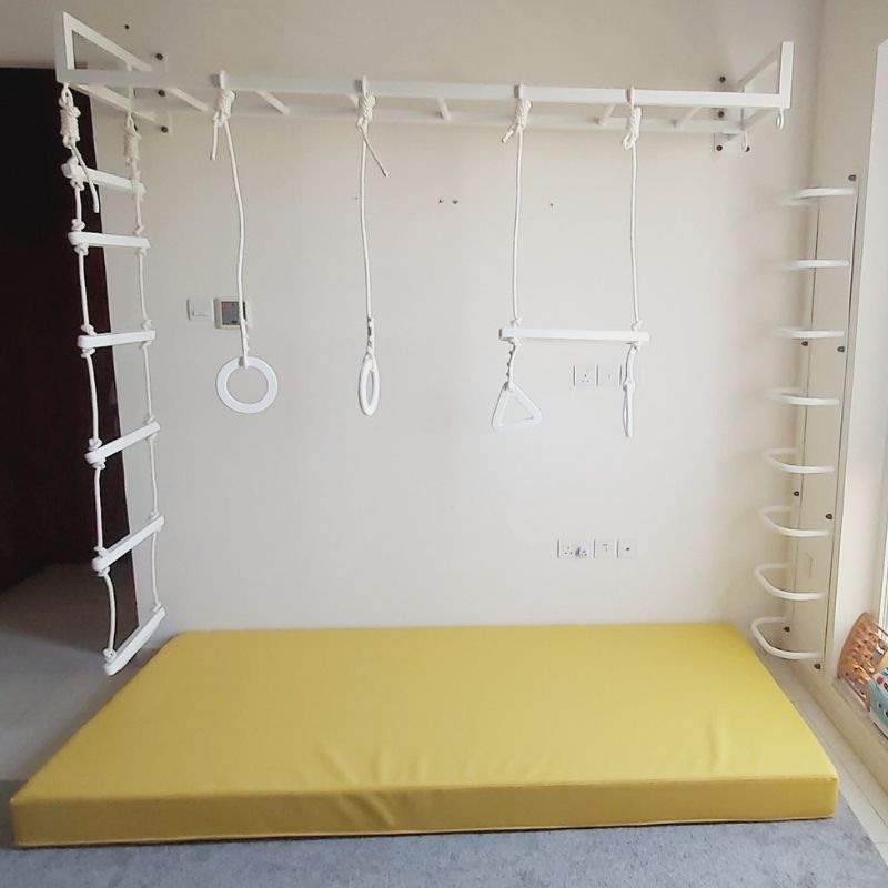 MONKEY BARS WITH LADDER & SAFETY MAT 2