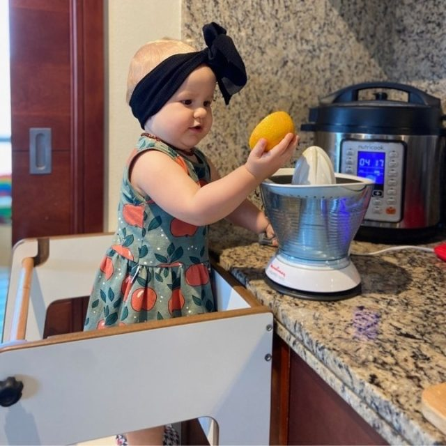 Gorgeous Kara helping in the kitchen using her Moon Kids Learning Tower.  Orders yours today with FREE home delivery within the UAE at moonkidshome.ae for AED 450 + VAT.  Size: L 45CM X W 45CM X H 90CM  Any questions? Send us a WhatsApp to +971 555 910 112 .  #moonkidsinaction #learningtower #moonkidsabudhabi #dubaikids #abudhabikids #helpinthekitchen #dubaimums #abudhabimums #britishdadsdubai #cookingwithkids #christmaspresentsforkids